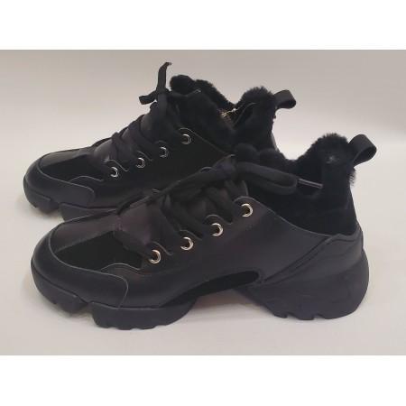 Кроссовки на меху черные